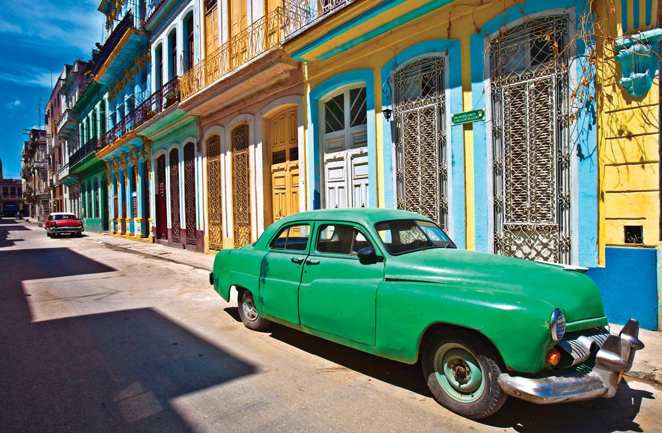 iStock_000011992993-Cuba-Street