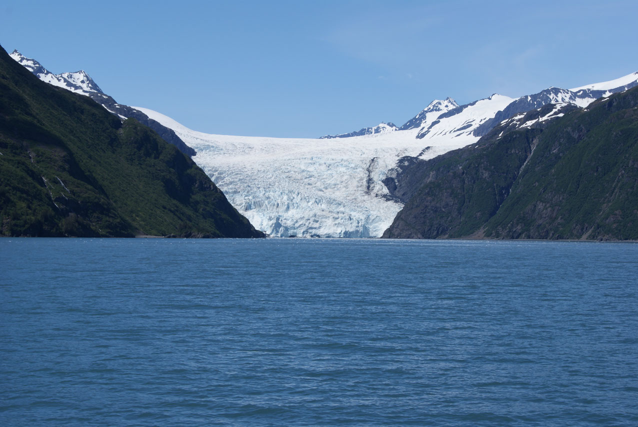 A view of the full glacier.