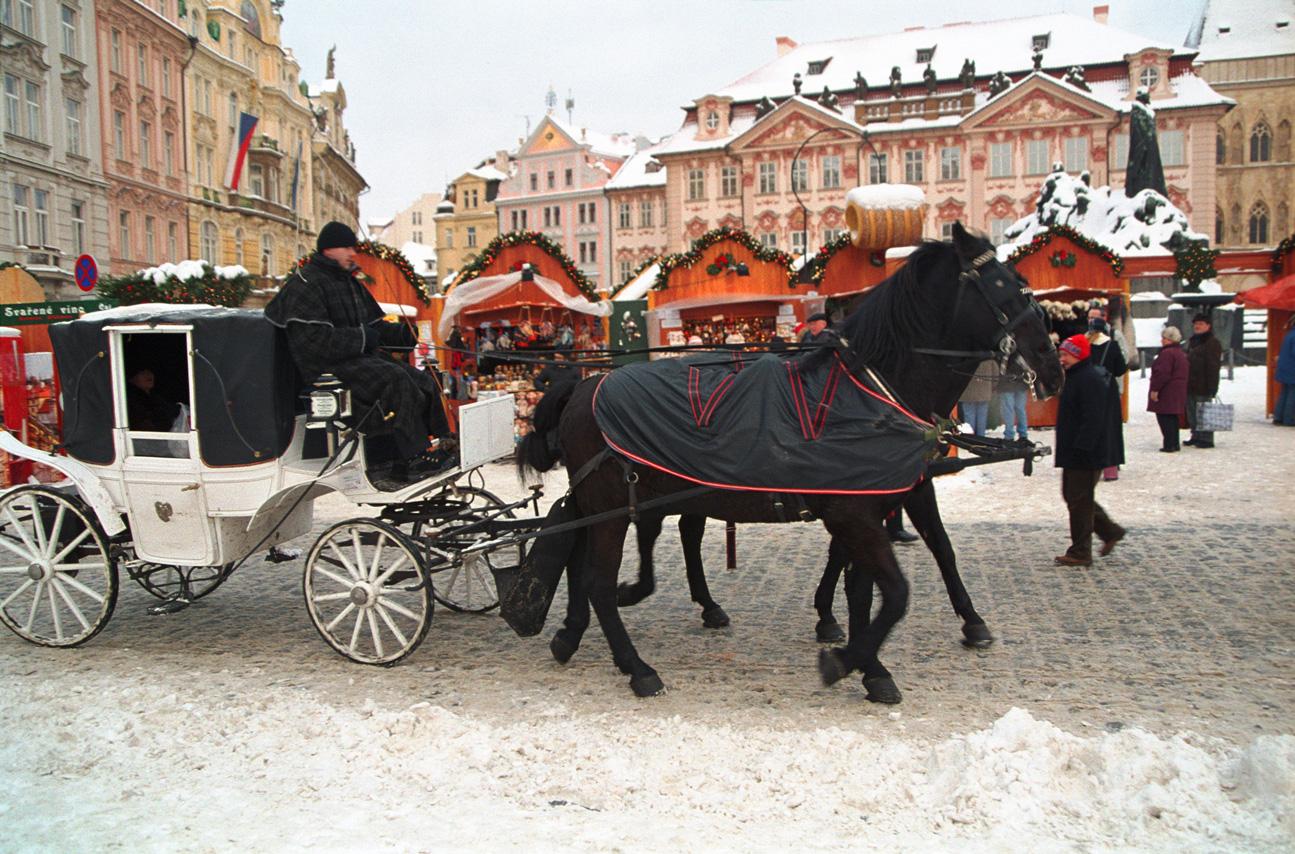 CzechRepublic_Prague_Christmas-Market_Carriage-Ride_iS_1423192Large