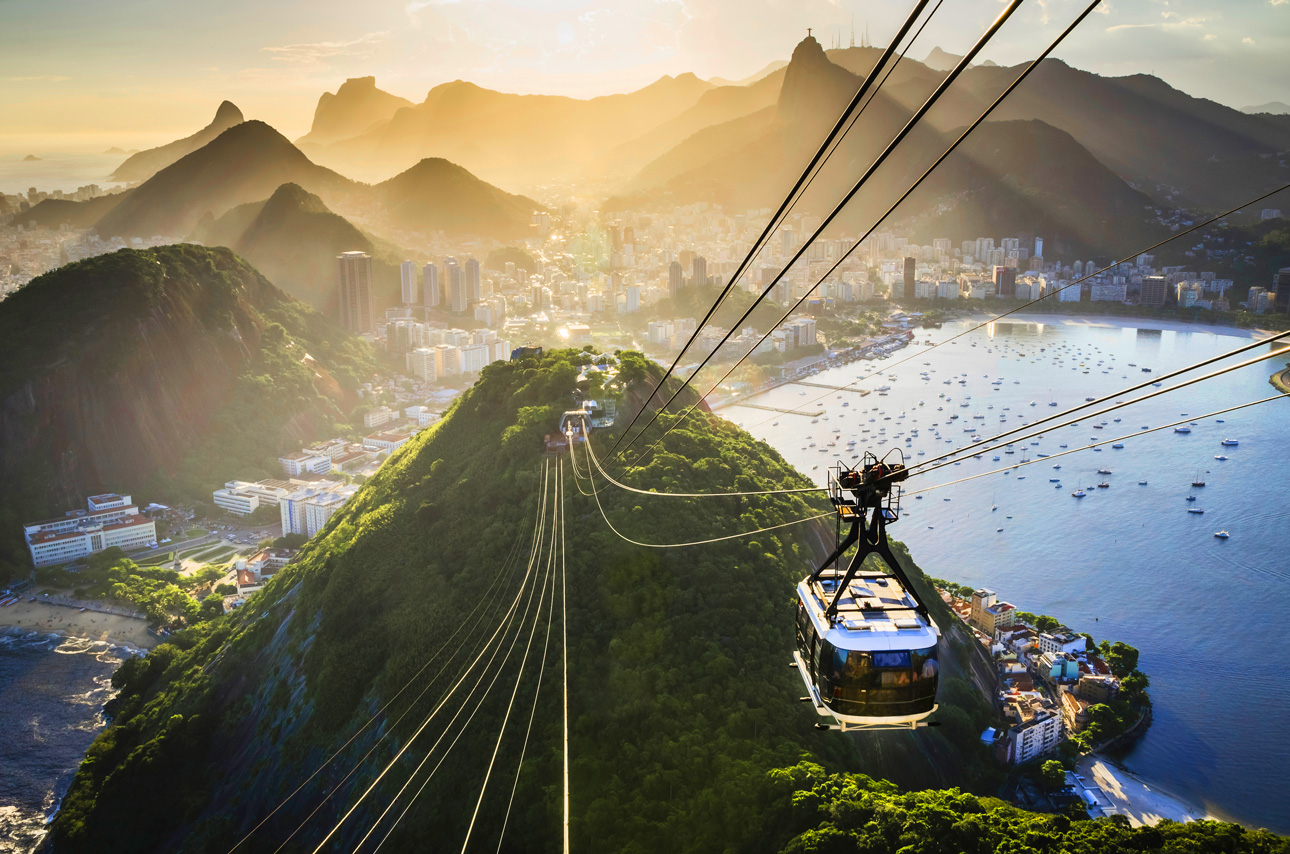 Brazil_Rio_Cable-Car-descending-Sugarloaf-Mountain_Getty_156301533