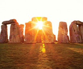 iS_17238785Large_Stonehenge_England_Sunrays