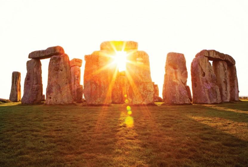 iS_17238785Large_Stonehenge_England_Sunrays