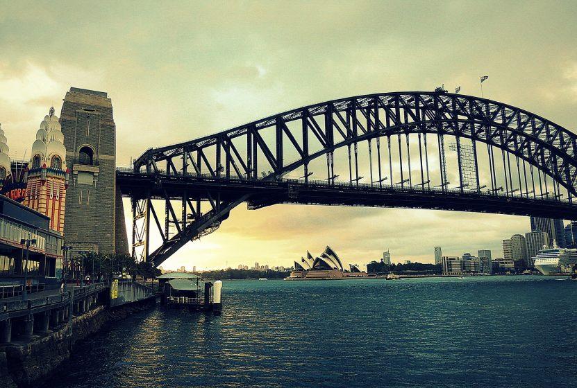 bridge-556125_1920
