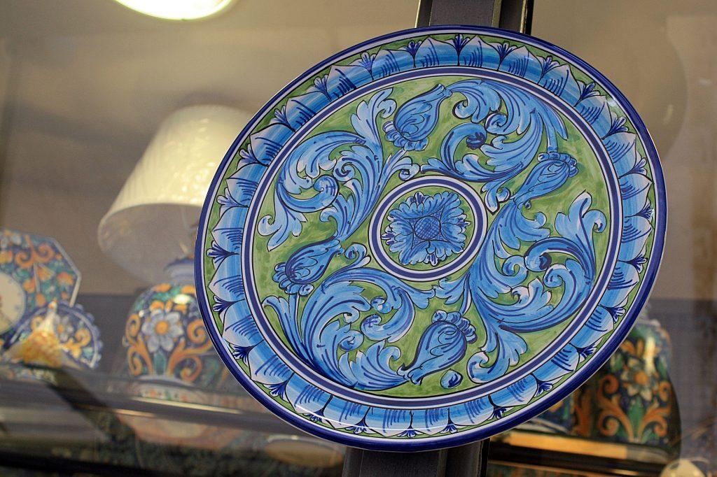 porcelain-2065456_1920